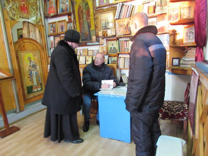 Кавалер ордена красной звезды Виктор Николаев рассказал осужденным читинской ЛИУ-4 о силе молитвы и авторских книгах