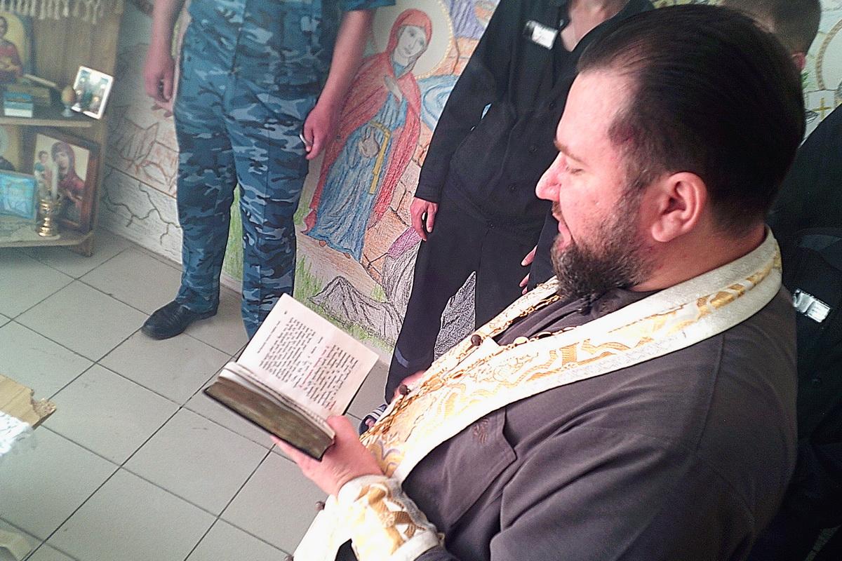 Осужденные краснокаменской колонии собственноручно расписали молитвенную комнату
