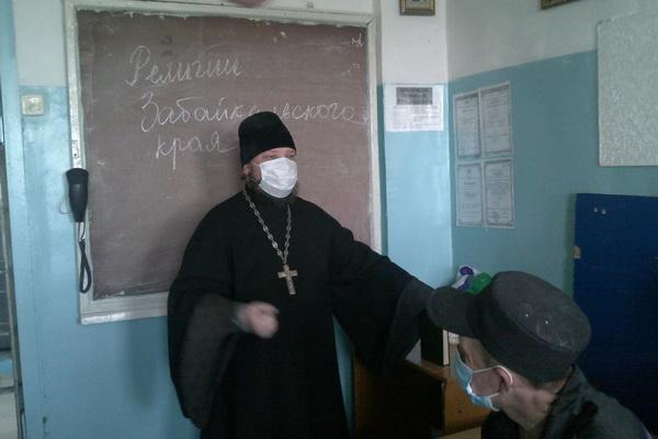 С основными традиционными конфессиями познакомились осужденные следственного изолятора города Краснокаменск